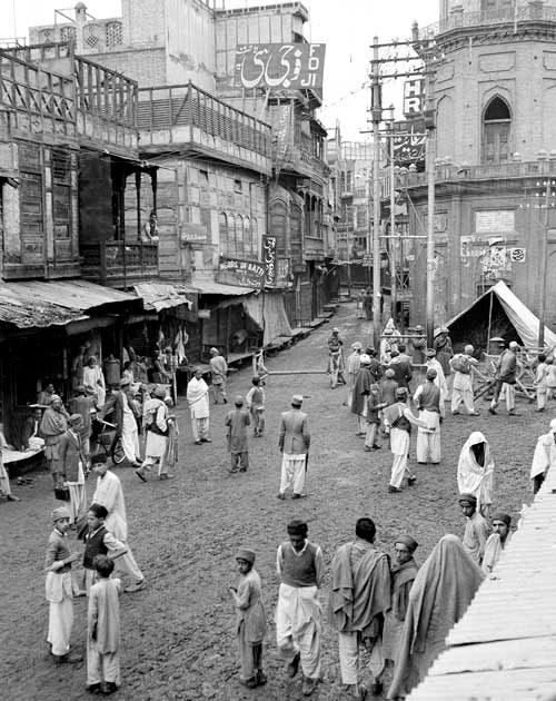 दंग्या पूर्वीचे चित्र